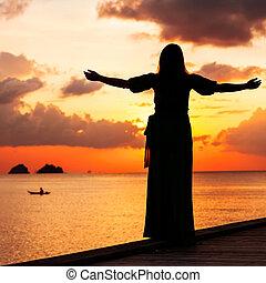 vrijheid, vrouw, concept, ondergaande zon
