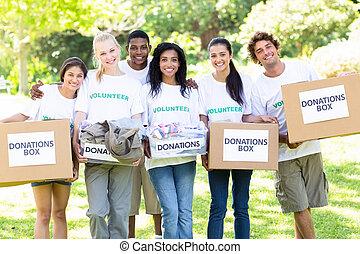 vrijwilligers, verdragend, schenking, dozen