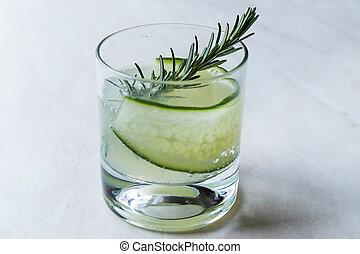 vrille, cocktail, concombre, gin, slice., romarin