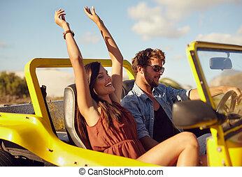 vrolijk, jong paar, het genieten van, autovakantie