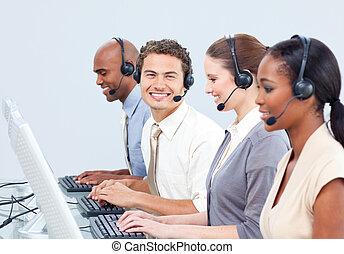 vrolijk, koptelefoon, zakenlui