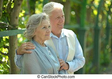 vrolijk, paar, gepensioneerd