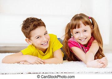 vrolijk, siblings, thuis