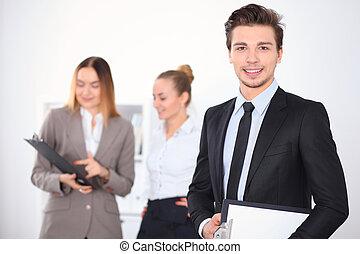 vrolijk, zakenman, collega's, achtergrond, kantoor
