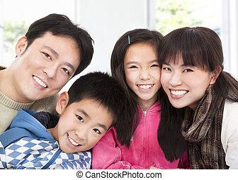 vrolijke , aziatische familie