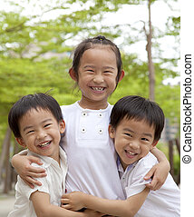 vrolijke , aziatische kinderen