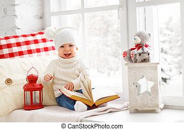 vrolijke , baby zitten, op, venster, van, woning, in, winter