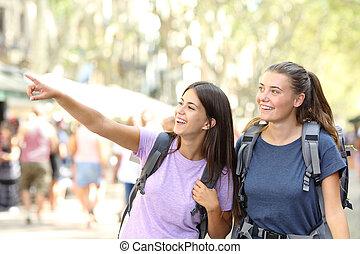 vrolijke , backpacker, vrienden, sightseeing