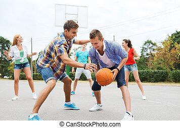 vrolijke , basketbal, groep, tieners, spelend