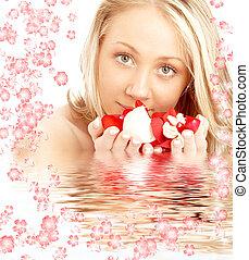 vrolijke , blonde , in, water, met, rood en wit, bloemen