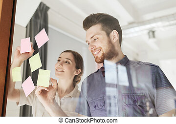 vrolijke , creatief, team, schrijvende , op, stickers, op, kantoor