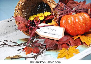 vrolijke , dankzegging, cornucopia, met, herfst, dalingsbladeren, pompoen, zonnebloem, en, besjes, op wit, armoedig, chic, blad, tegen, een, bleek blauw, achtergrond., afsluiten, boven.