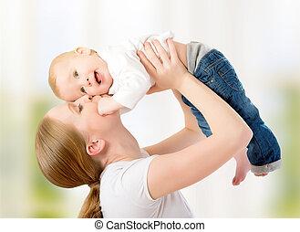vrolijke , family., moeder, gooien, op, baby, spelend