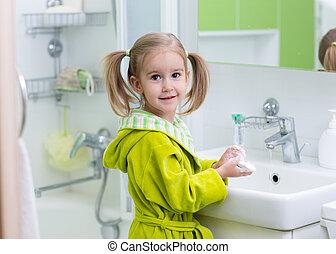 vrolijke , geitje, of, kind, borstelende teeth, in, bathroom., dentaal, hygiene.