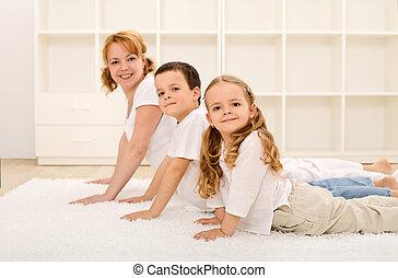 vrolijke , gezonde , gezin, vervaardiging, gym, oefeningen