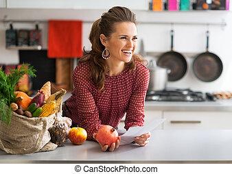 vrolijke , jonge, huisvrouw, vasthouden, grocery...