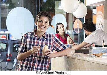 vrolijke , jongen, hebben, ijs, op, salon