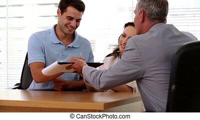 vrolijke , klanten, contracteren, ondertekening