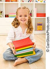 vrolijke , klein meisje, met, boekjes
