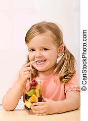 vrolijke , klein meisje, met, vrucht slaatje