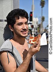 vrolijke , man, eetpizza, buitenshuis