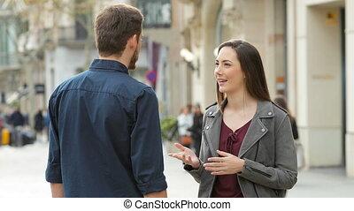 vrolijke , man en vrouw, handshaking, in, de, straat