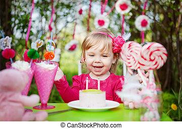 vrolijke , meisje, met, verjaardagstaart