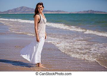 vrolijke , meisje, relaxen, aan het strand