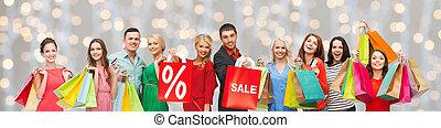 vrolijke , mensen, met, verkoop teken, op, het winkelen...