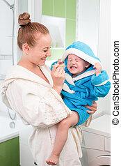 vrolijke , moeder en kind, teeth, afborstelen, samen, in, badkamer