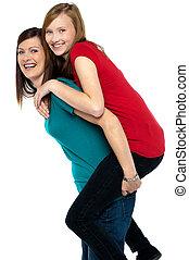 vrolijke , moeder, geven, ritje op de rug rit, om te, haar, dochter