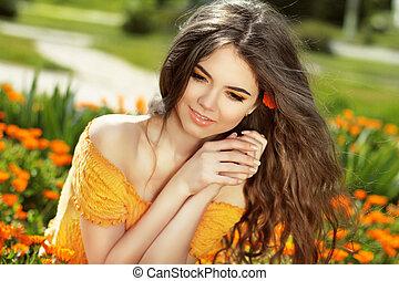 vrolijke , op, blazen, goudsbloem, beauty, enjoyment., vrijheid, concept., kosteloos, meisje, vrouw, field., lang, hair., outdoors., bloemen, nature., het genieten van
