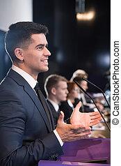 vrolijke , politicus, gedurende, persconferentie