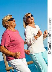 vrolijke , senior, dames, jogging, samen.