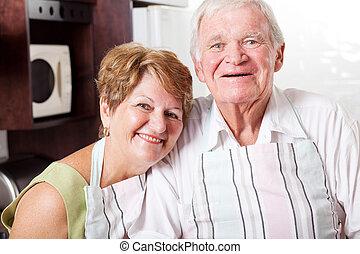 vrolijke , senior koppel, verticaal