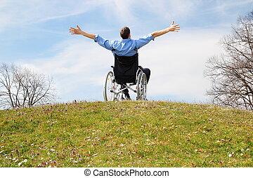 vrolijke , wheelchair, gebruiker, op, een, groene heuvel