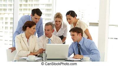 vrolijke , zakelijk, werkende , team
