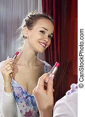 vrouw, aan het dienen, haar, make-up