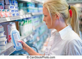 vrouw, aankoop, melk, op, de, supermarkt