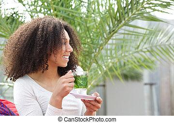 vrouw, amerikaan, thee, afrikaan, drinkt