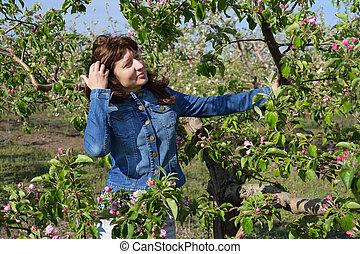 vrouw, appel, tuin