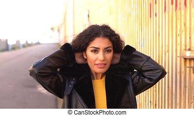 vrouw, arabier, wandelende, verhuizing, haar, zwart haar,...