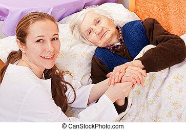 vrouw arts, houden, jonge, bejaarden, handen
