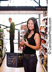 vrouw, aziaat, supermarkt