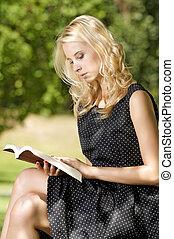 vrouw, boek, jonge, lezende