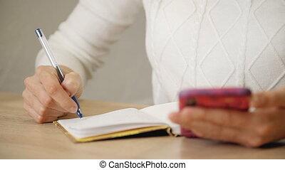 vrouw, boekhouding, rekening, op, home.