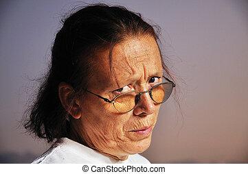 vrouw, boos, bejaarden, gezicht, achtergrond, aardig