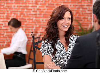 vrouw, brunette, restaurant