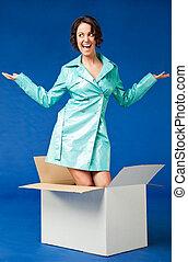vrouw, buiten de doos