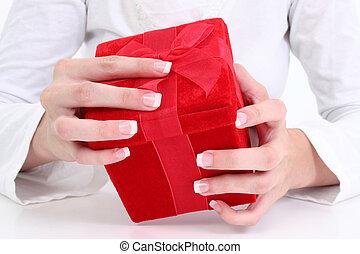 vrouw, cadeau, handen